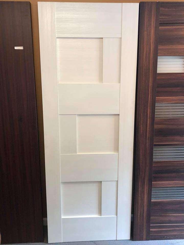 *THESE INTERIOR DOORS ARE NOT PRE HUNG. CONTRACTOR/INSTALLER ASSEMBLES THE  DOORS WITH THE FRAME AND MOLDING DURING INSTALLATION.